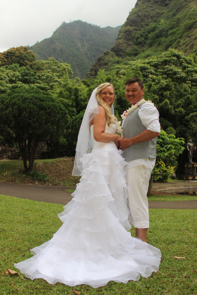 Wedding in Maui Cheap wedding photos Iao Valley Heritage Garden location