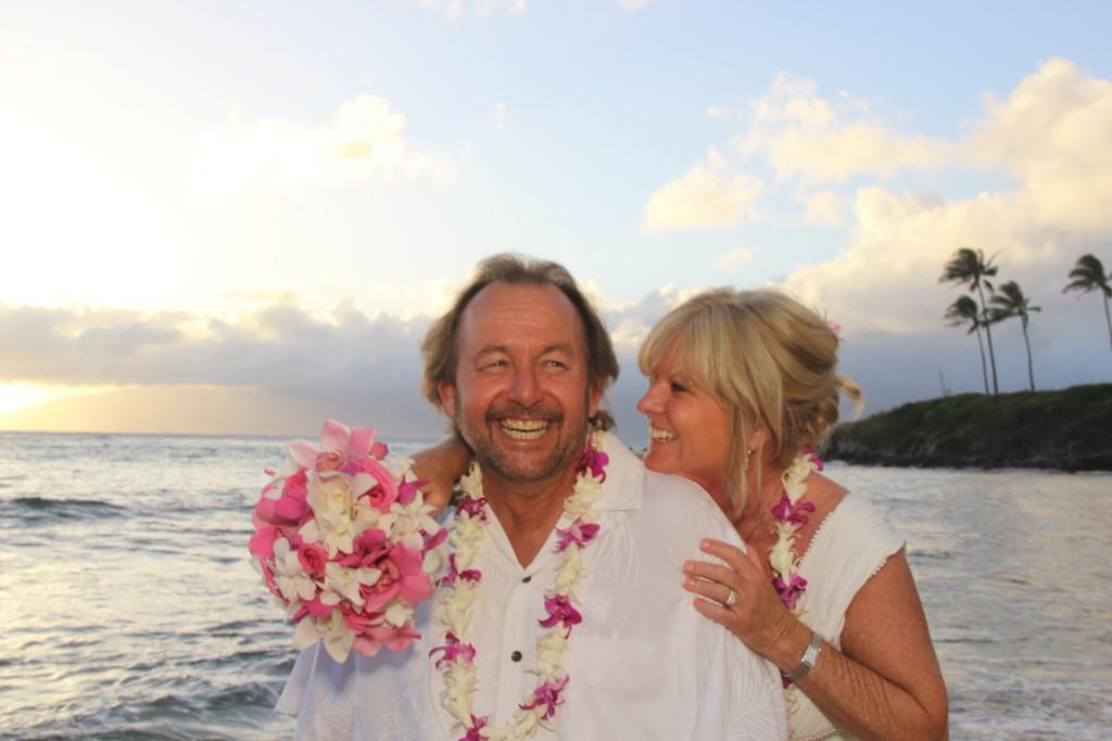 Barefoot Maui Wedding wedding photography at Makena Cove sunset ceremony